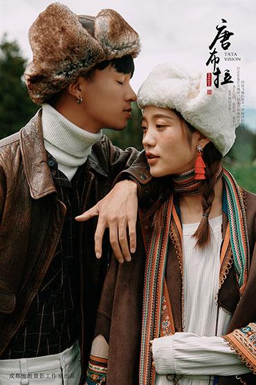 新疆旅拍婚纱摄影  旅拍婚纱照  新疆婚纱摄影工作室 外景婚纱照